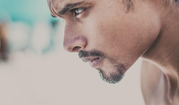 Почему мужчина придирается без повода?
